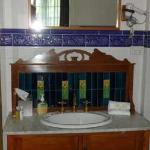 I don't normally include bathroom pix in my reviews, but look at the charming old sink. You won'