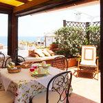 Il terrazzino con vista mare dove ogni mattina serviamo la colazione
