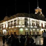 Le palais municipal de Chiclayo by night