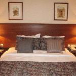 Room- bed