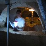 archéologue, lumière et mousse sur la pierre