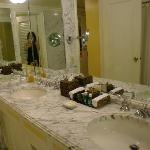 バスルーム 総大理石・ダブルボール・シャワーブースあり