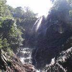 Photo de Temurun Waterfall