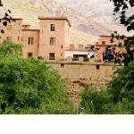 Vue de la casbah du M'goun sur des champs de la vallée entretenus commes des jardins