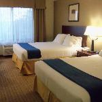 Zimmer mit zwei Queen-Betten