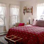 The Boston Room: queen bed, ensuite bath
