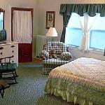 The Morrison Room: queen bed plus Murphy bed, ensuite bath