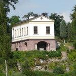Blick vom Park auf das römische Haus