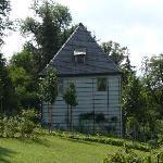 Das Gartenhaus von der Gartenseite