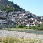 Panoramica del caratteristico quartiere in cui è ubicato l'hotel