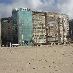 Vista del hotel desde la playa Copacabana