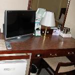 机とTVと冷蔵庫