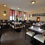 restaurant avec salle et terrasse vue sur mer