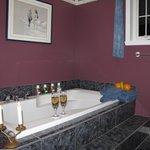 Bain et cabine de douche pour Chambres A et B