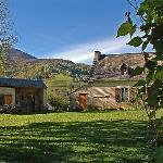 The farm and courtyard (looking south-west) – La ferme et sa cour (vue ver sud-ouest)