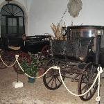 Casa de Borba, carros en la entrada.