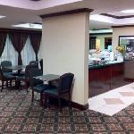 Lobby/breakfast seating area