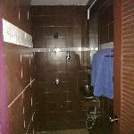 salle de bain privee / en suite bathroom