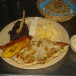 Comedor y Pupuseria Mary