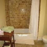 Rhone Room bath
