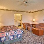 Photo de Baymont Inn & Suites Grand Rapids SW/Byron Center