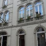 façade, côté rue des chambres d'hôtes, la galerie est en dessous