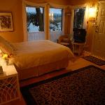 Arbutus suite Long Lake Waterfront B&B Nanaimo BC Canada