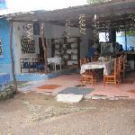 lugar de reunion y desayuno ( vista desde la calle )