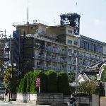 ホテル全景(石和温泉駅側から見る)
