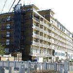 ホテル全景(石和橋から見る)
