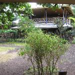The main house with resto, single rooms upstairs and - taraaa - an open area which perfectly can