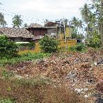 Müllhalde vor dem Eingang