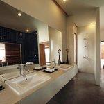 Pool Villa Bathroom 2