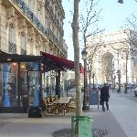 Deloren Cafe and L'Arc de Triomphe