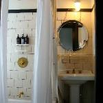 Bathroom in Cheap Full Room