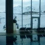 Vue depuis la piscine et la salle de Sport