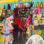 Petit marché au puces tout près de l'hôtel, entre 2 commerces