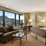 Corner King Room with a View of the Hollywood Hills
