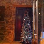 sapin de Noël dans l'entrée