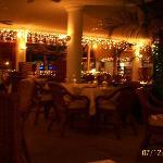 restaurante del hotel en la noche