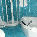 suite 411 bathroom