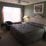 King sized bed, large bedroom