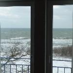 Vom Zimmer aus ein Winterblick auf die See