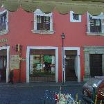 El hotel visto desde el mercado