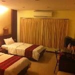 The cheapest room, at 500 baht, is clean, freshly painted, and has wicked cold air conditioners.