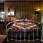 Standard Room with a single Queen Bed