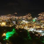 丘の上からのメデジン市内