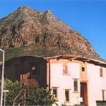 Cob house with Muizenberg mountain behind