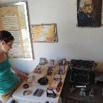 Explorando el museo de La casa del telegrafista en el pueblo