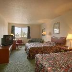 Photo de Newberg Travelodge Suites